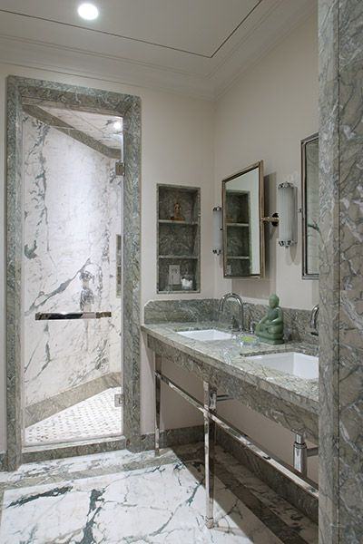 Guest Bathroom with double basin vanity and stainless steel legs at Apartment DNNW, Mumbai - Architecture BRIO, Mumbai / India