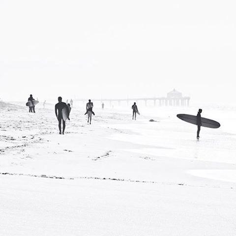 Where i'd rather be ✨ . .  @clairecallanderdesign . . . . #freelance #girlboss #entrepreneur #surf #surfing #surfer #beach #beachlife #designer #designing #creative #creatives #ocean #waves #minimal #girlbosslife #freelancer #freelancelife #ratherbe #surfergirl #graphicdesign #graphicdesigner #adventures