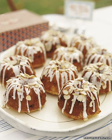 10 Miniature Cake Recipes from Martha Stewart -- not on-demand desserts in mugs, but individual servings made at once.  And CUTE!: Bundt Cakes, Minis Bundt, Bundt Pan, Almonds Bundt, Cakes Recipe, Buntings Cakes, Baby Shower Brunch, Minis Almonds, Teas Parties