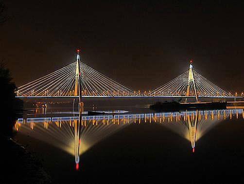 A Megyeri híd éjszaka, meseszép. Budapest - Hungary
