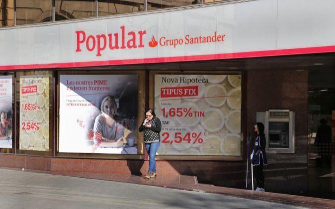 Santander reserva 1.200 millones para posibles pleitos de inversores de Popular  ||  Santander ha reservado 1.200 millones de euros para los cerca de 320.000 clientes de Popular que pueden plantear pleitos por la resoluci�n del banco.... http://www.expansion.com/empresas/banca/2017/12/26/5a429d07e2704e11118b457f.html?cid=SMBOSO22801&s_kw=twitter&utm_campaign=crowdfire&utm_content=crowdfire&utm_medium=social&utm_source=pinterest