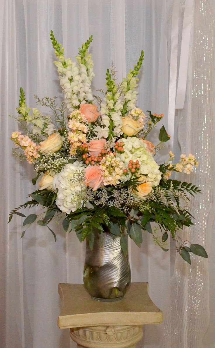 Ceremony Flowers in Creams and Peaches