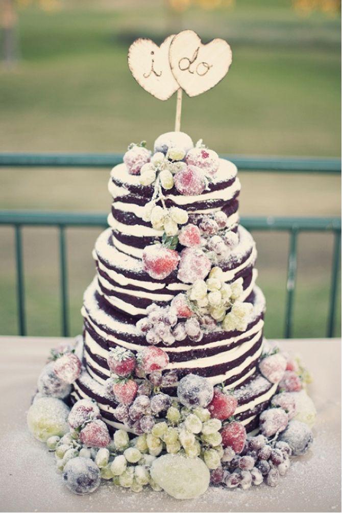 """Os naked cakes, são a mais nova tendência na parte """"doce"""" dos casamentos, onde trazem uma imagem diferente à tradicional mesa do bolo e dão uma certa água na boca dos convidados. Os bolos desconstruídos como também são chamados, nada mais são..."""