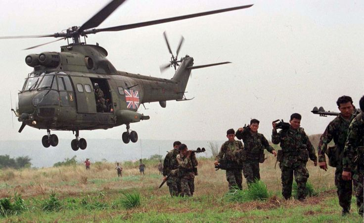 British soldiers from Royal Gurkha Regiment return to their base from a routine exercise near Brazzaville airport on May 9, 1997.(Reuters)