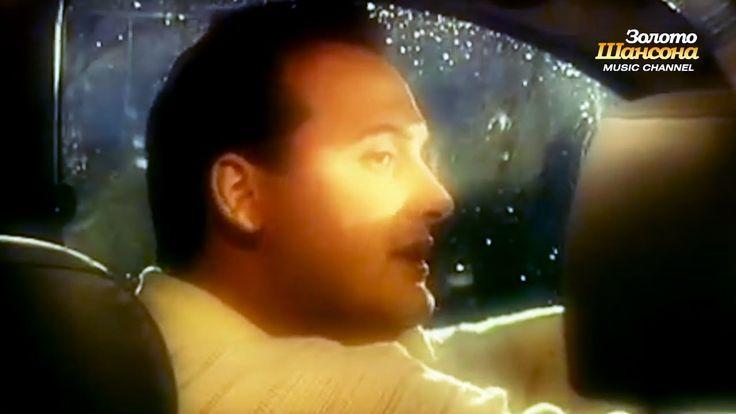 Я впервые вижу такого Стаса! Он такой молодой и сегодняшним, трудно поверить! А песня классная! Стас Михайлов - Темные глаза (1997г.) Раритетное видео!