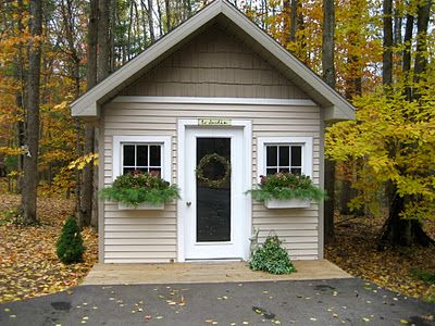 Breezy Trees: garden shed decorated for fall/winter