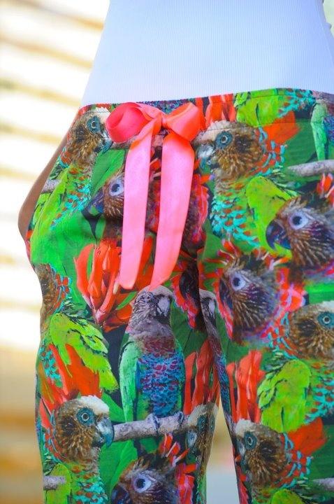 """Quina Quina """"Deroptyus accipitrinus"""" Es propio de la región amazónica Colombiana """"Conocerlos nos inspira"""" Pijamas de lujo"""