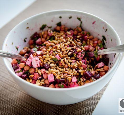 Rote Beete Salat mit Kichererbsen - perfekte Beilage oder mit frischem Brot genießen