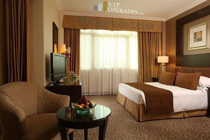 Boasting a rooftop pool, a Jacuzzi and outdoor tennis courts, Al Murooj Rotana - Dubai is located in Dubai and offers modern accommodation. In addition to free private parking on site, the hotel provides comfortable 5-star rooms and a pub.    #Hotel #Rooms #Bookings #Flights #Airlines #Dubai #Pub #Jacuzzi