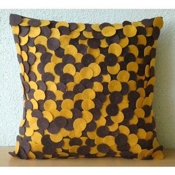 Шоколад и горчица Пятна Pillow Sham защитные по TheHomeCentric, $ 52.75