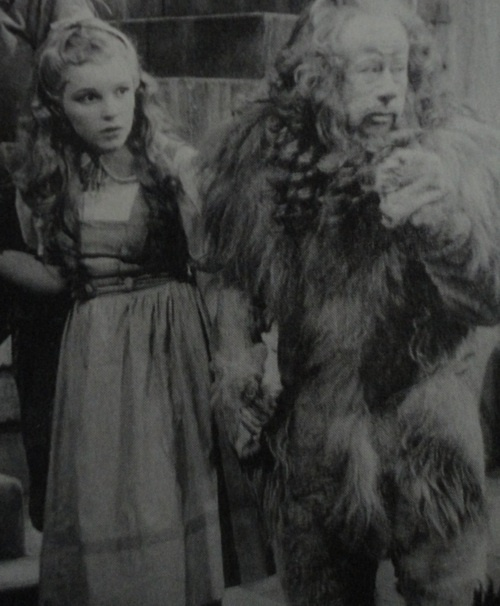 A rare on set photo of Judy Garland and Bert Lahr as their characters originally looked before George Cukor made some minor adjustments to The Wizard of Oz.