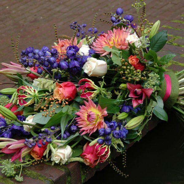 Kleurig rouwboeket Bijzondere rouwbloemen Wageningen