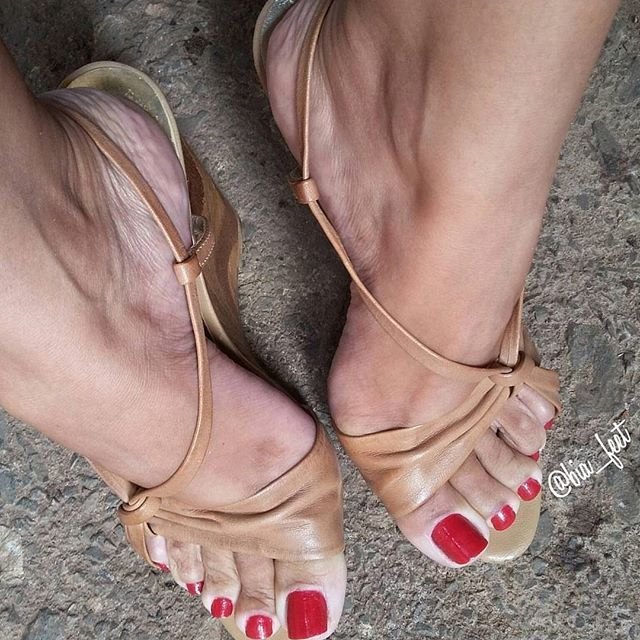 Every woman should have feet this perfectly shaped