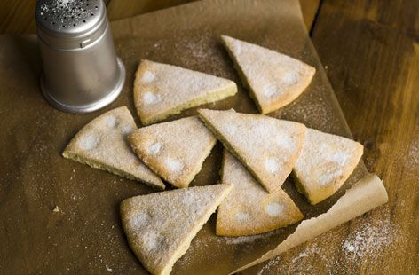 A simple Gordon Ramsay's vanilla shortbread recipe for you to cook a great meal for family or friends. Buy the ingredients for our Gordon Ramsay's vanilla shortbread recipe from Tesco today.