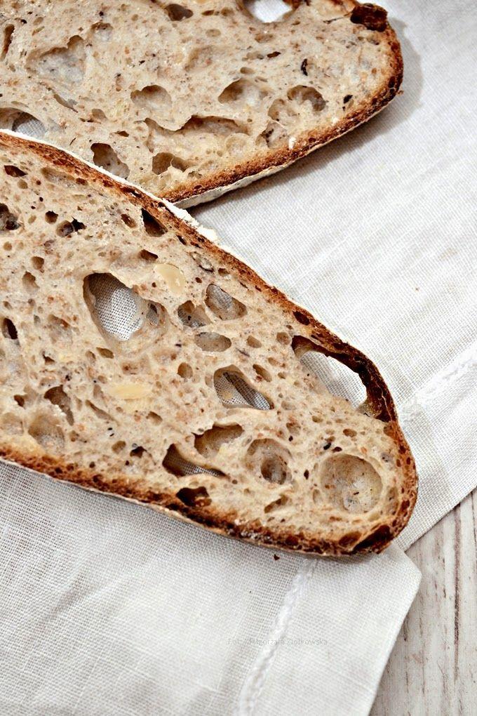 """Smaki Alzacji : Z cyklu """"Wypiekanie na sniadanie"""" i chleb na zakwasie z orzechami"""