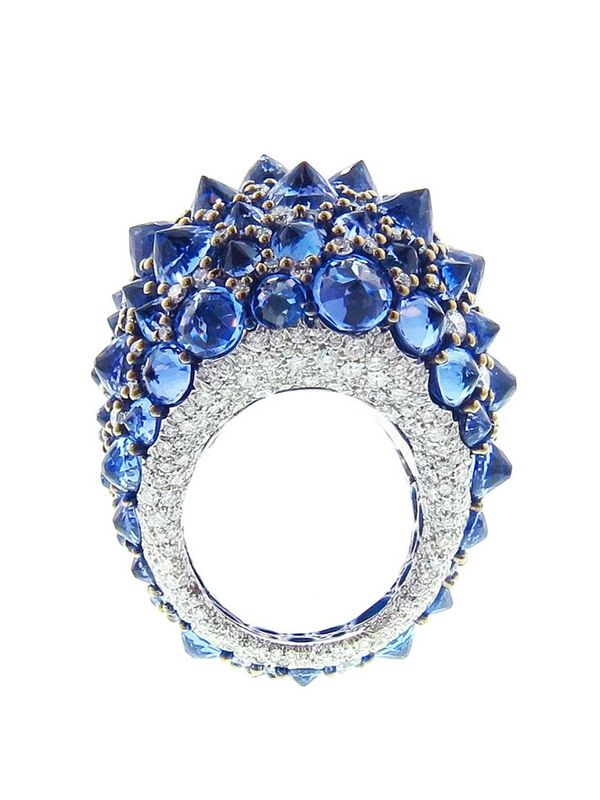 Arunashi handmade reverse tanzanite ring features a total of 29ct of inverted tanzanite stones scattered amongst 4.36ct of diamonds.