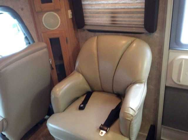 2005 Used Coachmen Concord 275DS Class B in Kentucky KY.Recreational Vehicle, rv, 2005 Coachmen Concord 275DS, 2005 Coachmen Concord 275DS, E450 chassis B+, 29.5 with full length awning and slide toppers. New Michelin Tires all around 7/2015. Hitch w/ 7-way Plug for towing car or trailer. It has cab privacy screen and windshield cover. Leather driver and passenger seats with air bags, leather swivel chair and cloth covered booth dinette; all leather is in excellent shape with no marks or…