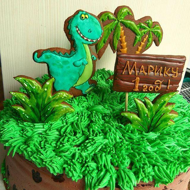 Такой вот добрый динозаврик поздравлял с годовасием малыша Марка! #подариторт #подарок #шоколадныйторт #тортбезмастики #ягодныйторт #тортназаказ  #заказтортов #тортсдинозаврами