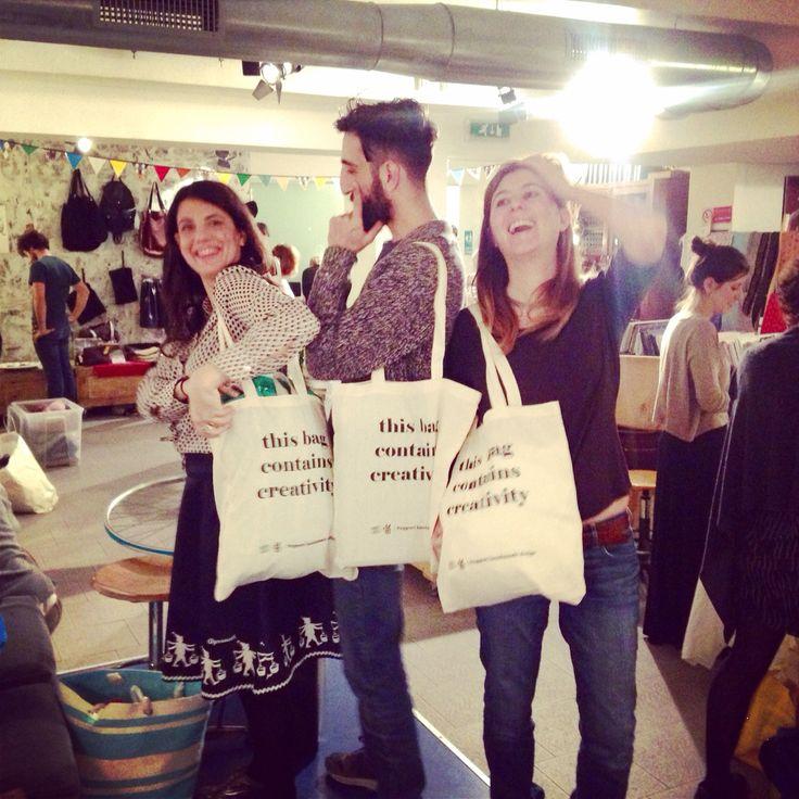 Personal shopper per un giorno... Vi aspettiamo per aiutarvi con gli ultimissimissimissimi regali.. Sempre e solo a Ostello Bello Milan Hostel