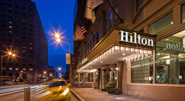 Hilton St. Louis Downtown at the Arch Saint Louis This downtown Saint Louis hotel is within one mile of the Gateway Arch and the America's Center. The hotel offers guest rooms with 32-inch flat-screen TVs, an indoor hot tub and an award-winning restaurant.  Hilton St.