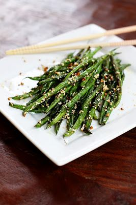 sesame garlic green beans... Perfect to go with the sweet and sour meatballs I'm making tonight!