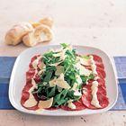 Een heerlijk recept: Rundercarpaccio met rucola Parmezaanse kaas en aioli