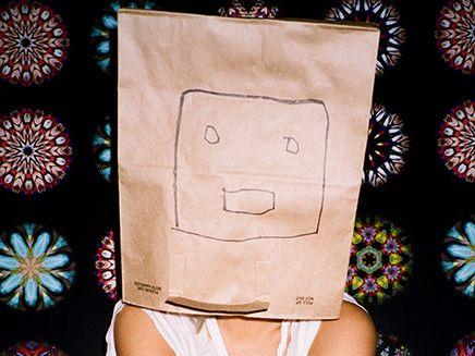 Sia Kate Isobelle Furler est une chanteuse australienne que le public connaît mieux sous le nom de Sia Furler, ou plus simplement Sia.C'est avec son style pop/chill-ou... #sia #artiste #cheriefm