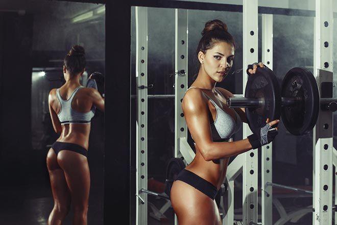 Un programme de musculation extrême pour perdre de la graisse. Ce programme divisé en deux parties : cardio-training et musculation vous permettra de brûler jusqu'à 1000 calories !