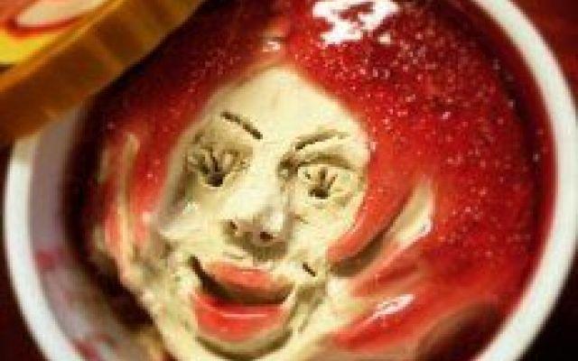 Come trasformare un gelato in un opera d'arte Il Giapponese Asano Mkoto ha deciso di realizzare opere d'arte partendo da una materia prima un po' insolita: il gelato. L'account Instagram dell'artista,  che ha superato i 2600 followers, include  #foto #gelato #operad'arte