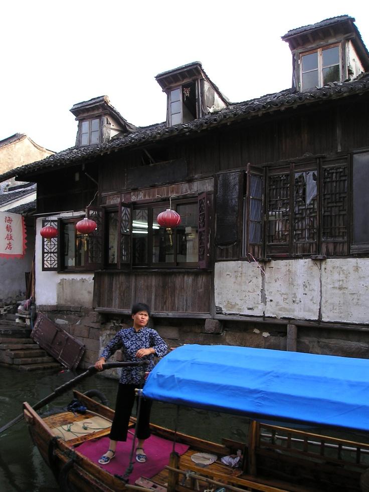 Going home, Zhouzhuang, China, July 2004 © Ni Yan