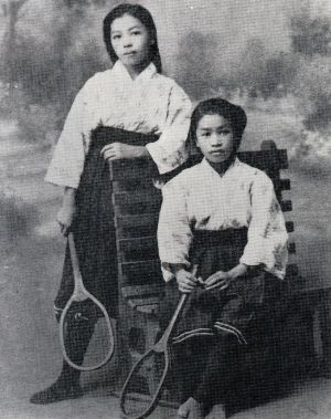 the girl wears the gym uniform,1920 in japan 大正9年