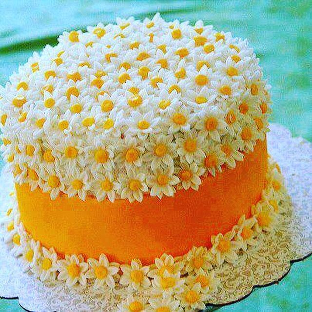 Szerinted milyen virág díszíti a tortát?  FIGYELEM! Fontos! – Ha szívesen követed, tetszik az oldalunk, kérjük, hogy néha like-old, kommentáld, vagy oszd meg bejegyzéseinket, különben a facebook nem osztja meg feléd az oldalunk friss tartalmát! Köszönettel — itt: Csokoládé Múzeum.