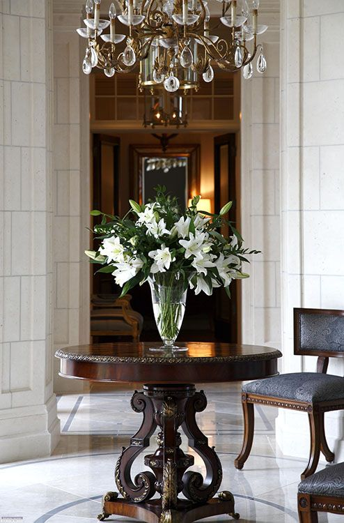 Best 25 round foyer table ideas on pinterest entryway for Foyer flower arrangement