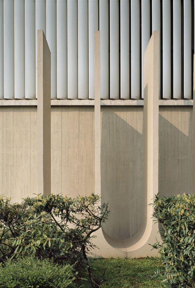 Mondadori Editorial Headquarters. Milan, Italy. 2007. Architect Oscar Niemeyer. Roland Halbe Architectural Photography.