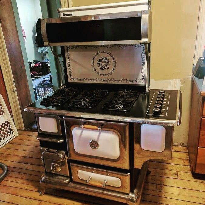 STUNNING Heartland natural freestanding Gas Range/ Oven. Don't miss out on this incredible piece, bid today in our online auction! https://auction.blackpearlemporium.ca/auction/43/item/heartland-natural-freestanding-gas-rangeoven-1435 #kitchen #collingwood #rustic #cottage #shoplocal #onlineauction #antique #vintage #deals #chrome #kitchenitems #bargainhunter #instapic #bitcoin #georgianbay #homedecor #homefurnishings #homerenovation