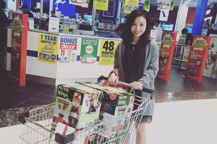 Meet the Chinese students making up to $3000 a week selling Australian vitamins and baby formula back to China