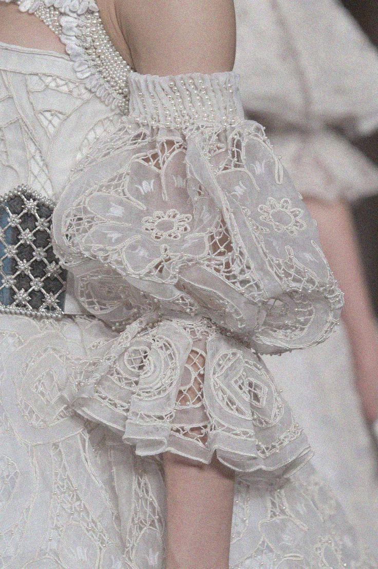 Alexander McQueen Fall 2013 inspiração das vestes do romantico