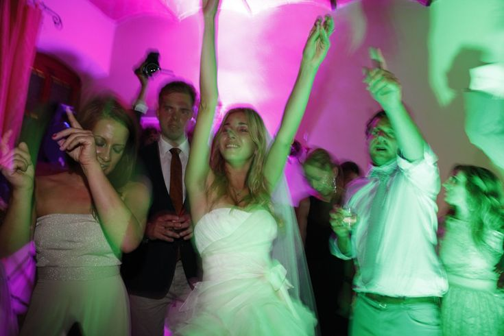 Bride Dancing at Wedding Party, Wedding reception Italy, We plan & organize your wedding party in Italy!  Best musicians, DJ's and wedding design. For info:  info@cometosee.it