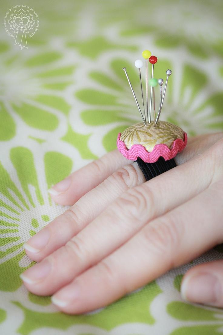 Tekemäni neulatyynysormus / Pin cushion ring made by Heidi