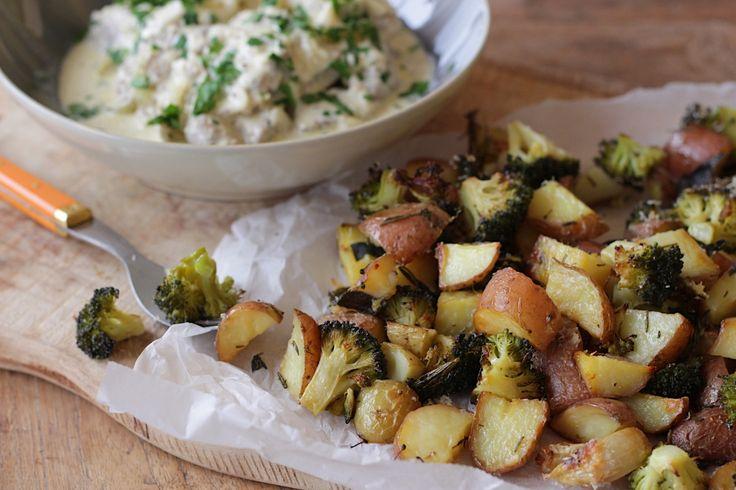 Zalig is deze kip in mosterdsaus en ook nog heel makkelijk om te maken. Lekker in combinatie met de geroosterde aardappel en broccoli met knoflook.