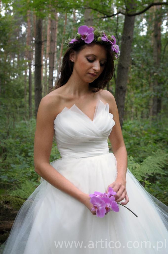 piękna sukienka Twój ślubny czas i nasz wianek . Zdjęcie zrobione przez Kingaphoto www.artico.com.pl www.facebook.com/artico.kwiaty