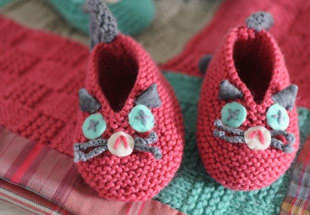 Des chaussons chat à tricoter Avec ces petits chaussons de chat trop mignons, c'est sûr, bébé n'aura pas froid aux pieds. Découvrez les explications pour réaliser ces chaussons à tricoter.