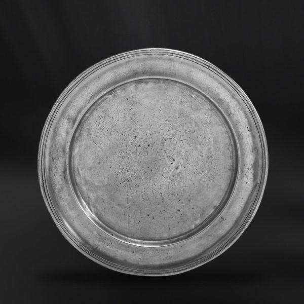 Pewter Charger Plate - Diameter: 31 cm (12,2″) - Food Safe Product - #pewter #charger #plate #peltro #sottopiatto #segnaposto #zinn #platzteller #étain #etain #sous #plat #dessous #assiette #présentation #peltre #tinn #олово #оловянный #tableware #dinnerware #table #accessories #decor #design #bottega #peltro #GT #italian #handmade #made #italy #artisans #craftsmanship #craftsman #primitive #vintage #antique