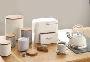 Got a country home you're looking to kit out? These stunning cream kitchen accessories are just what you need!