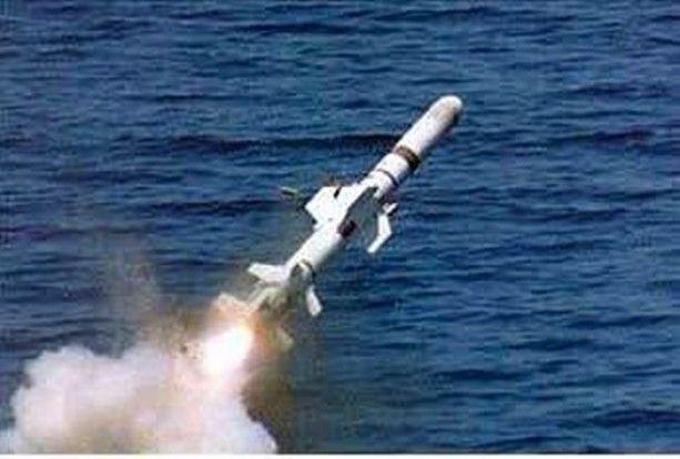 ATMACA MİLLİ GEMİSAVAR - Deniz Kuvvetleri Komutanlığı'nın ihtiyacı için geliştirilen gemisavar füze sisteminin ismi Atmaca olarak belirlendi. 8o milyon euro değerindeki sözleşmenin imzalanması ile prototip geliştirme çalışmalarına başlandı. Roketsan ana yükleniciliğinde sürdürülen projede füzelerde kullanılacak RF arayıcı başlık Aselsan sorumluluğunda geliştiriliyor.