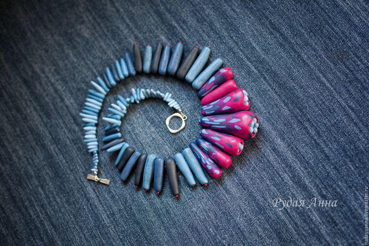 """Купить """"Малиновый рассвет"""". Бусы из полимерной глины. - фуксия, малиновый, джинс, джинсовый стиль, синий"""
