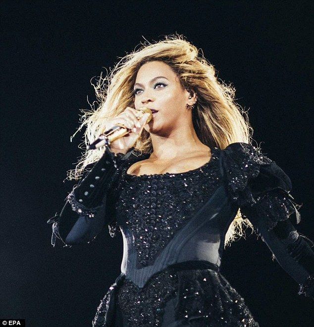 Doing what she does best: Beyonce gave fans a treat during her Formation World Tour stop in Barcelona on Wednesday.