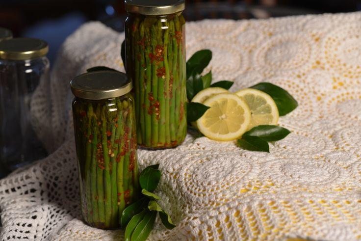 Asparagus, pickling spices, garlic, red chili flakes, pickling liquid ...