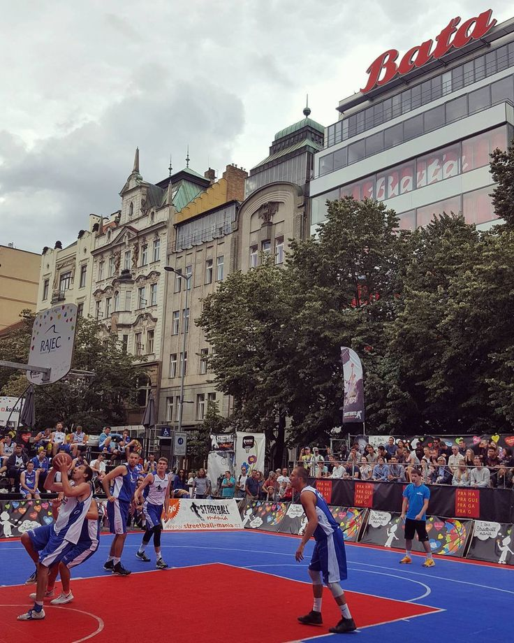 Prague International Streetball Cup 2017 at the Wenceslas Square in Prague  #prague #travel #afternoon #wenceslas #square #basketball #streetball #cup #streetballcup2017 #streetballmania #3x3 #street #streetphotography #galaxys6