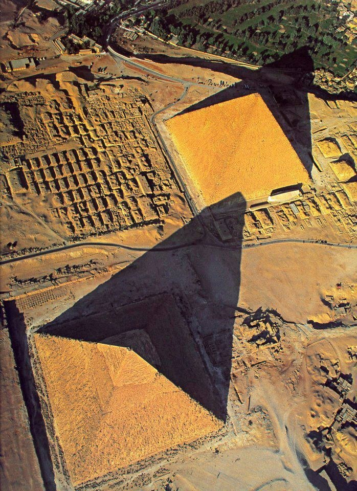 Pyramids of Giza, Egypt - Wonder of the Ancient World I would love to visit the pyramids one day!!